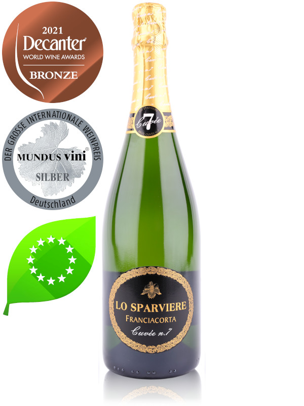 Bottle of Italian sparkling wine Lo Sparviere Brut Cuvée no.7 Franciacorta DOCG NV