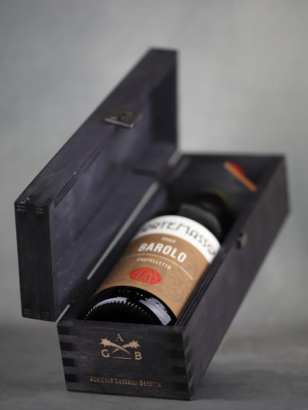 ForteMasso Barolo Castelletto 2015 in black wooden gift box - half-tilted