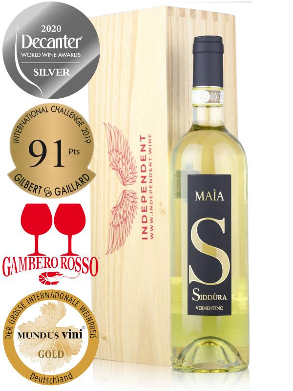 Wine Gift Set, bottle of Italian white wine Siddura Maia Vermentino di Gallura DOCG Superiore 2019 and wooden gift box